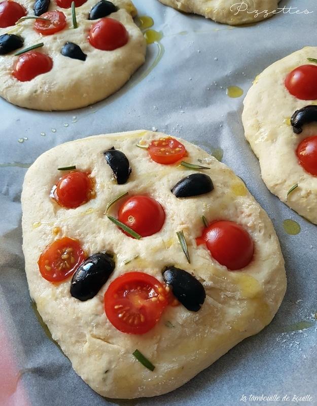 pizzette-tomates-cerises-olives-noires